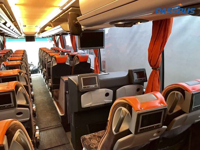Аренда автобуса Mercedes Benz Travego L 17 RHD 50 мест